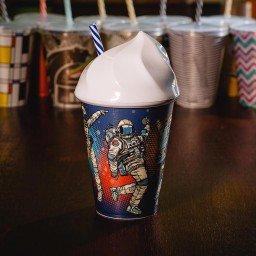 copo 500ml com tampa e canudo mdecore astronauta azul marinho 96